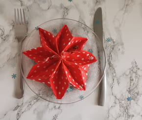 Pliage serviette de Noël en étoile
