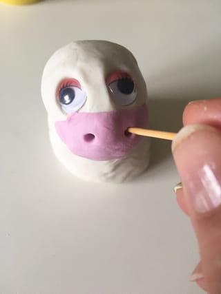 Etape 2: les yeux et le nez de la licorne
