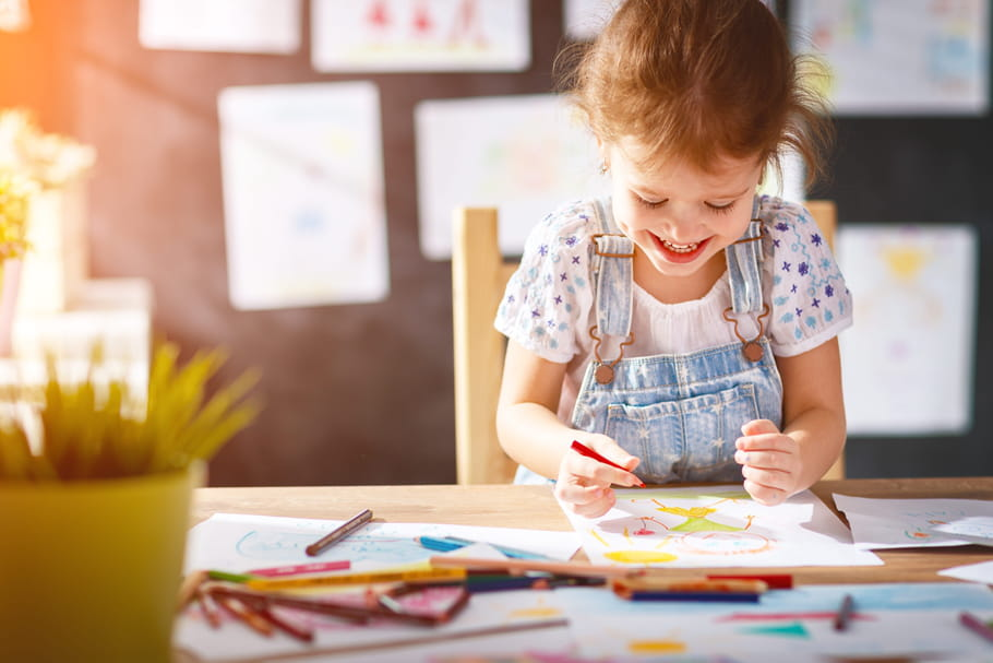Comment lui apprendre à dessiner facilement?