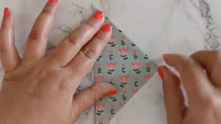 Étape 1: pliez la feuille origami15x15cm