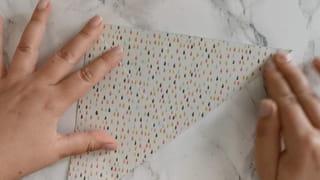 Étape 1: plier la feuille dans sa diagonale