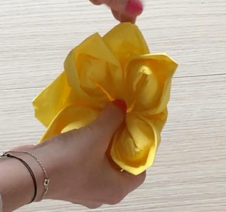 Pliage De Serviette En Forme De Fleur Video