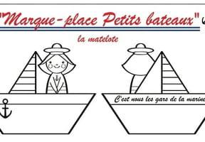 Marque-place femme matelot et bateaux