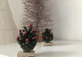 Sapin de Noël en pomme de pin [VIDEO]