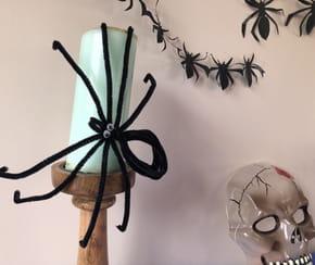 Araignée Halloween en fils chenille