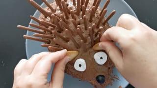 Étape 6: décorez la tête du hérisson