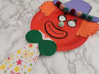 Voilà votre masque clown en assiette carton est terminé