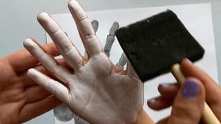 Étape 1: étaler la peinture sur la main