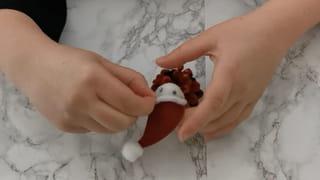 Étape 3: Fabriquez le bonnet du père Noël