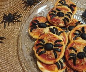 Minis pizzas araignées pour Halloween