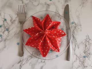 Votre pliage de serviette de Noël en étoile est terminé