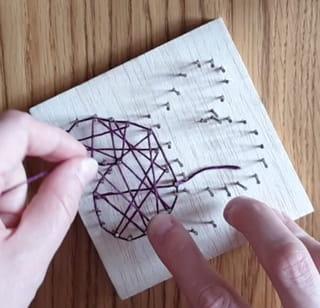 Étape 3: tournez autour de chaque clou sur les extérieurs