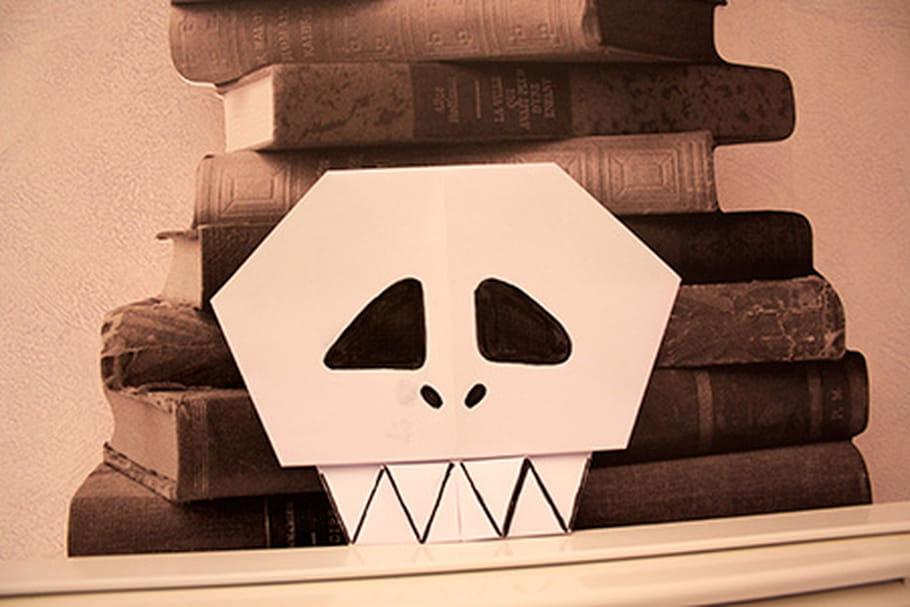 Pliage d'un squelette en papier