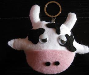 Vache doudou porte-clé