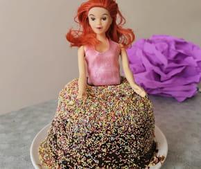 Gâteau d'anniversaire princesse: l'effet robe pailletée