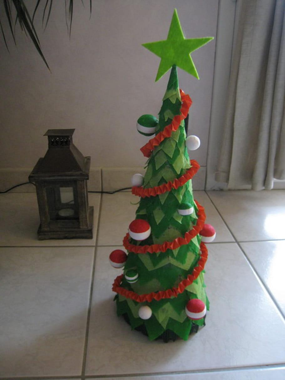 Sapin de Noël en papier crépon